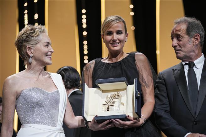 जूलिया डुकोरनू की 'टाइटन' को मिला कान में 'पाम डी'ओर' पुरस्कार