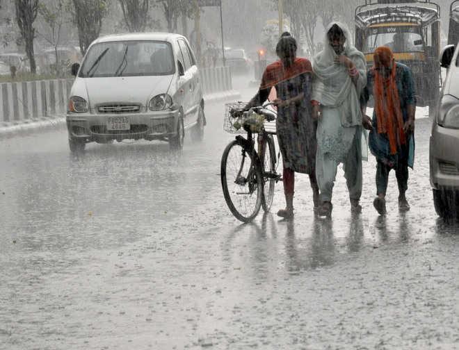 पश्चिमी क्षेत्र में भारी बारिश, उत्तर में घटेगी तीव्रता