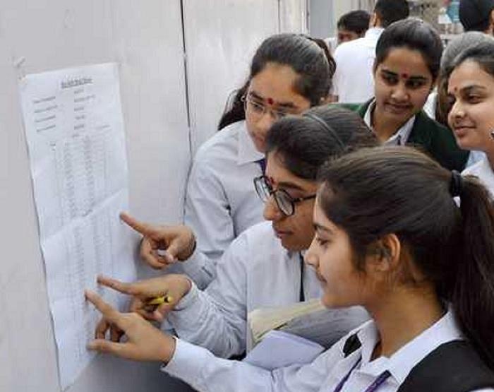 सीबीएसई के 12वीं के नतीजे घोषित, लड़कों से बेहतर लड़कियों का प्रदर्शन