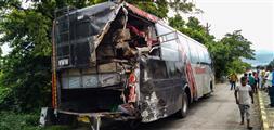 यूपी : बाराबंकी में लुधियाना से बिहार जा रही प्राइवेट बस से टकराया ट्रक, 18 लोगों की मौत, 25 अन्य घायल