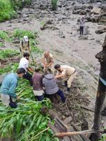 बादलों ने मचाई तबाही : जम्मू-कश्मीर और लद्दाख में 7 की मौत, 40 लापता; पन बिजली परियोजना समेत कई मकान ध्वस्त