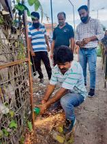 ट्री-गार्ड काटकर 100 पेड़ों को दिया जीवनदान