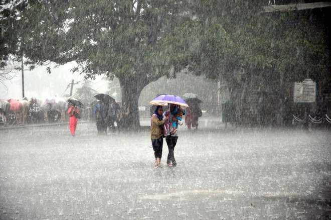 हिमाचल में कई स्थानों पर भारी वर्षा