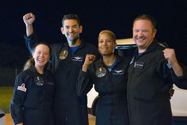 तीन दिन तक ऑर्बिट की सैर कर धरती पर लौटे अंतरिक्ष पर्यटक