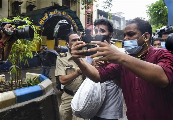 अश्लील फिल्म मामले में जमानत मिलने के बाद मुंबई की जेल से बाहर आये राज कुंद्रा