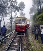 ज़िला सोलन में कुमारहट्टी और बड़ोग रेलवे स्टेशन के बीच पटरी से उतरी रेल कार, सभी यात्री सुरक्षित